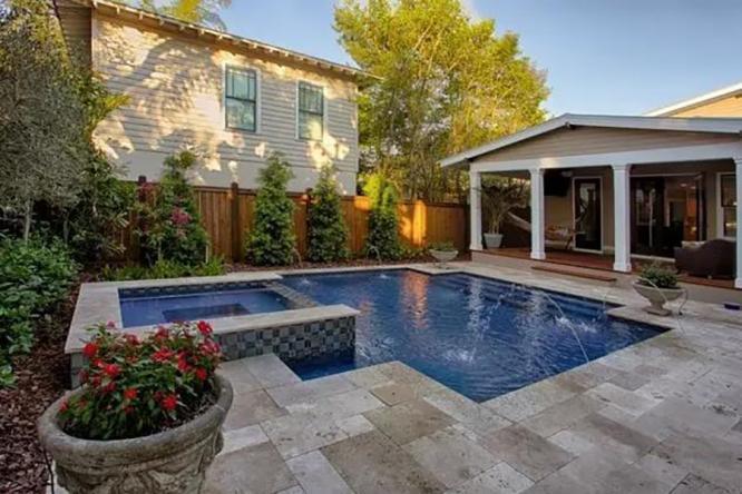 庭院里的泳池,消除整个夏日的炎热
