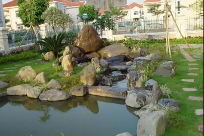 别墅庭院景观里的水池,让自然与之更亲近