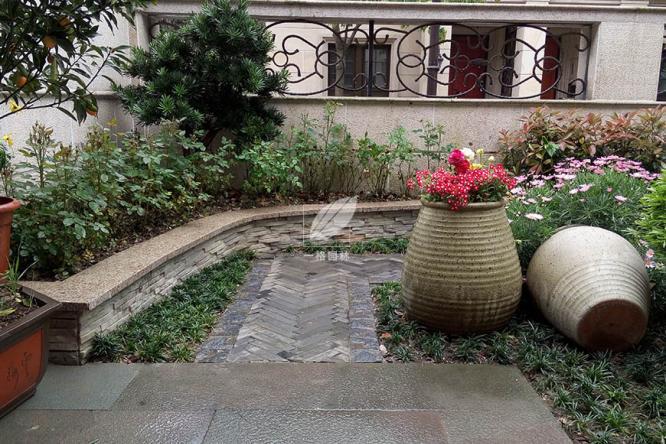别墅花园庭院设计绿化需要根据气候的变化性